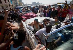 Rihanna - met groene hoofddoek -, bezocht Cuba in mei van dit jaar