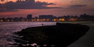 Malecon Havana, Cuba; Cubaans Spaans; Spaans in Cuba